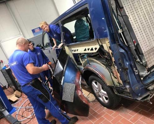 Unfallinstandsetzung VW BUS