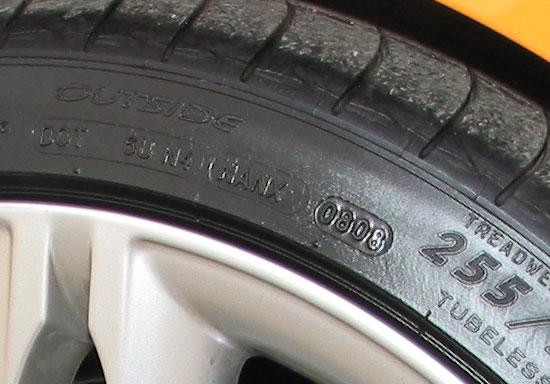 DOT Nummer gibt die Woche und das Jahr des Reifen an. 8 Woche im Jahr 2008 bei diesem Reifen